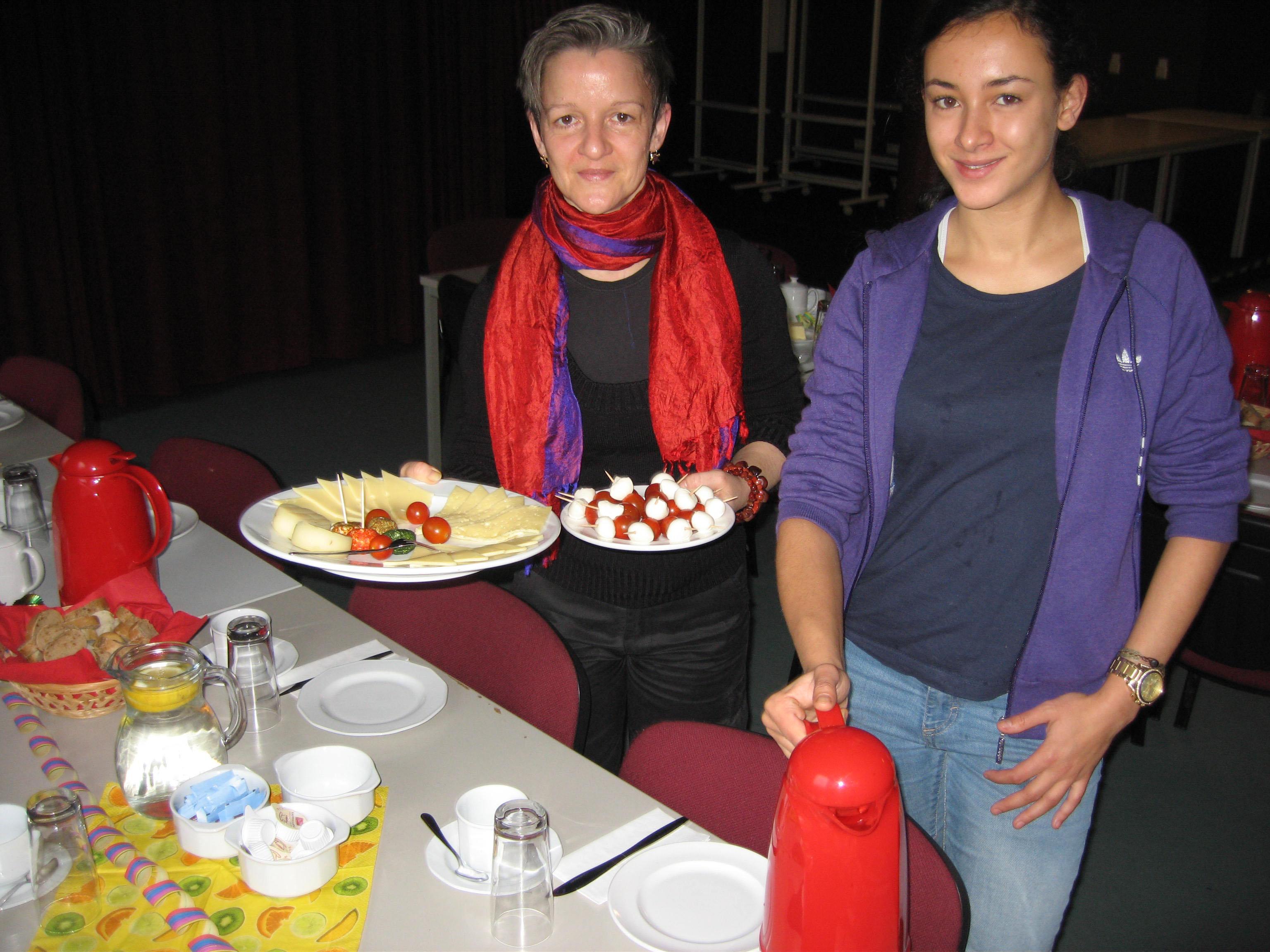 Frauenfrühstück - Tamina Kultus und Miriam Garcia (von links) ksch-Foto