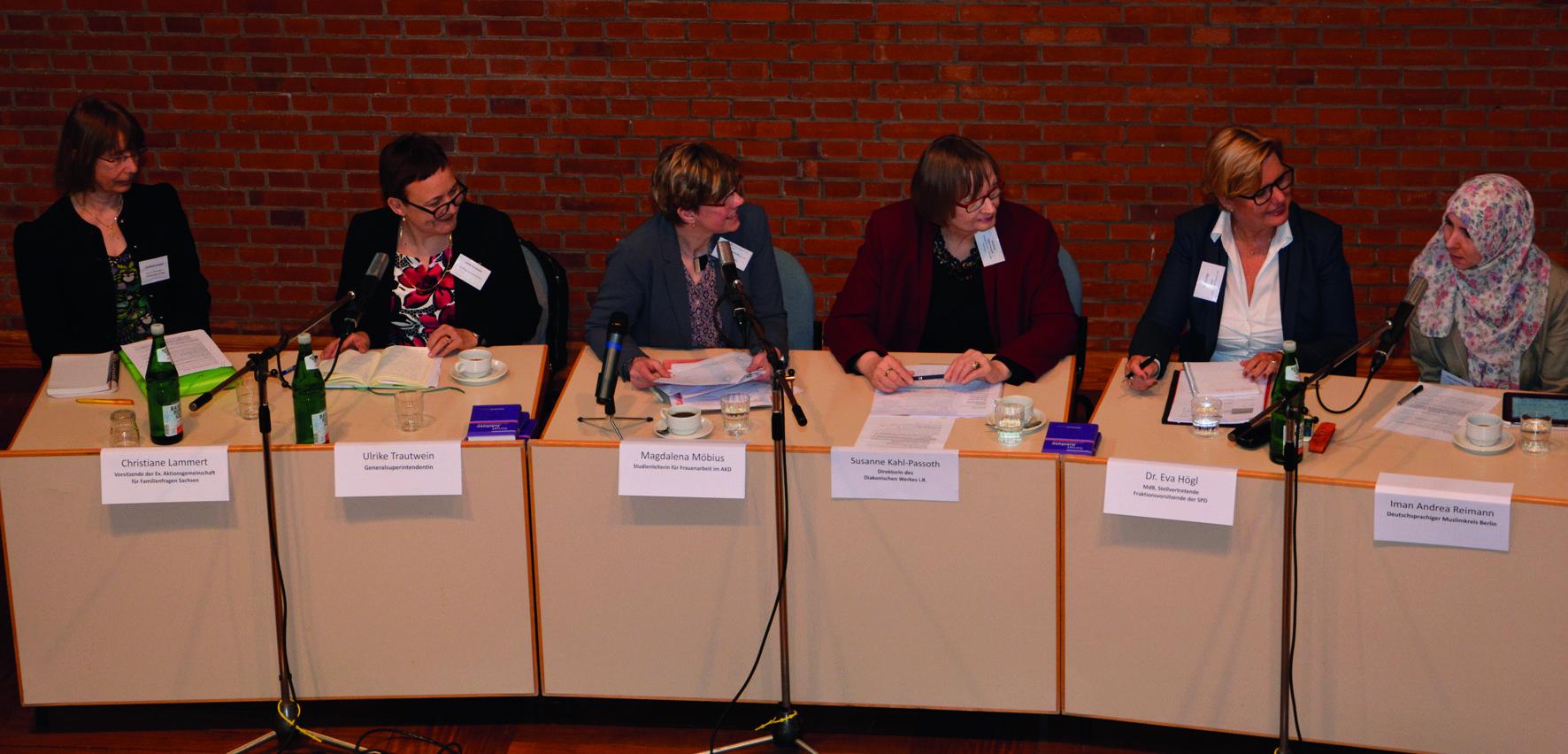 Podium1_Ev_Frauenversammlung-CMYK