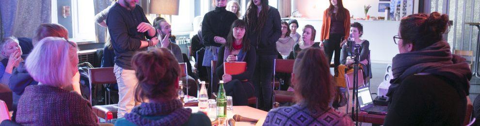 """""""Mehr als nur über Kapitalismus schwadronieren"""" – Diskussion und Vernetzung zur Care Revolution"""